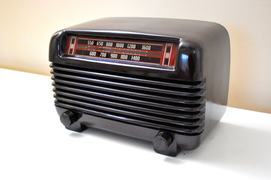 Lustrous Brown Bakelite Vintage 1941 Philco Model PT-2 AM Radio Dandy Looking and Sounding!