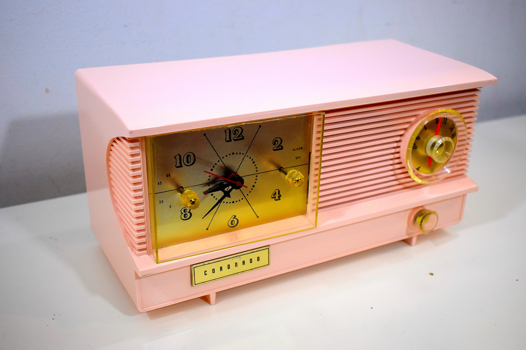 Powder Pink Vintage Antique Mid Century 1961 Coronado Vacuum Tube AM Clock Radio Restored and Very Rare!