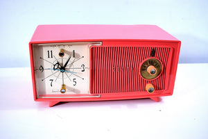 Coral Pink Mid Century Vintage 1958 Zenith Model E514V The Twilite AM Vacuum Tube Clock Radio Works Great Excellent Condition!