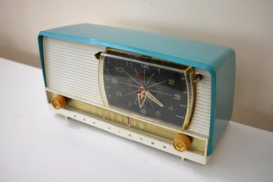 Turquoise and White 1956 RCA Victor 9-C-7LE Tube AM Clock Radio Works Great Excellent Condition!!