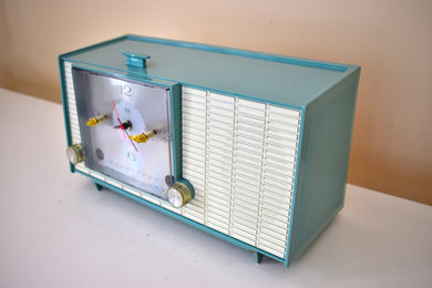 Teal Blue Mid Century Vintage 1957 RCA Victor  Model 4RD40 vacuum Tube AM Clock Radio Cute! Rare Color Combo!