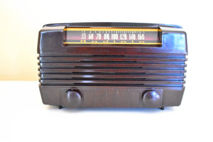 Post War 1947 Radiola Model 61-8 Bakelite AM Vacuum Tube Radio Works Great Excellent Near Mint Condition!