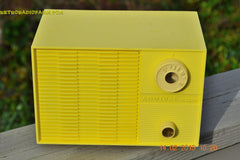 SUNNY BUTTER YELLOW Mid Century Retro Jetsons Vintage 1959 Emerson Model Y2996 Tube Radio Totally Restored! , Vintage Radio - Emerson, Retro Radio Farm  - 3