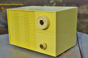 SUNNY BUTTER YELLOW Mid Century Retro Jetsons Vintage 1959 Emerson Model Y2996 Tube Radio Totally Restored! , Vintage Radio - Emerson, Retro Radio Farm  - 6