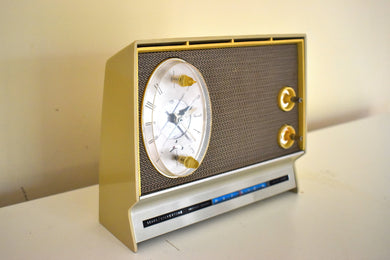 Tech Age Beige 1965 Silvertone Model 132.4901 Solid State AM Clock Radio Instant Sound! Very Futuristic Looking Design!