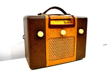 Load image into Gallery viewer, Vintage Leatherette Radio 1946 Sentinel Model 285-PR AM Tube Radio Excellent Condition Sounds Divine Mint Condition!