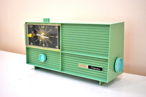 Sea Green Silvertone 1966 Model 6032 AM Vacuum Tube Clock Radio Sounds Great! Very Rare Color!