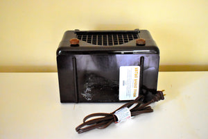 Espresso Brown Bakelite 1948 Trav-Ler Model 5066 AM Vacuum Tube Radio Cute As A Button!