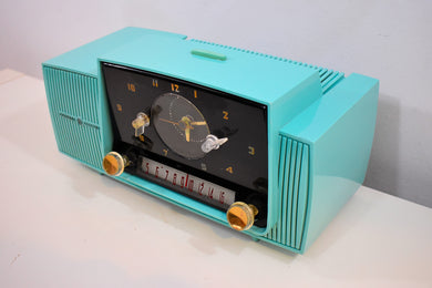 Ocean Turquoise 1956 General Electric Model 914-D Tube AM Clock Radio Real Looker Near Mint Condition!