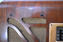 Load image into Gallery viewer, Pre-War Vintage Wood 1939 Philco Model 40-150 AM Short Wave and Police Radio with Stunning Hardwood Cabinet
