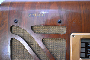 Pre-War Vintage Wood 1939 Philco Model 40-150 AM Short Wave and Police Radio with Stunning Hardwood Cabinet