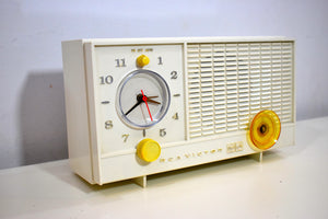 Snow White RCA Victor 1959 AM Vacuum Tube Clock Radio Model RFD11V Sounds and Looks Great!