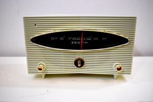 Moon Base White 1956 Zenith Model A615F Vacuum Tube AM Radio Sputnik Period Headturner!