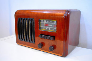 Curvy Wood Beauty 1939 Westinghouse WR-139 AM Vacuum Tube Radio Centerpiece Sound and Condition!