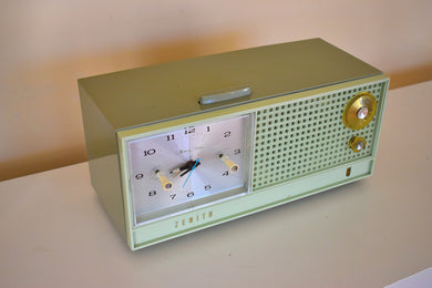 Avocado Green Mid Century Vintage 1962 Zenith H519F AM Tube Clock Radio Works Great Excellent Condition!