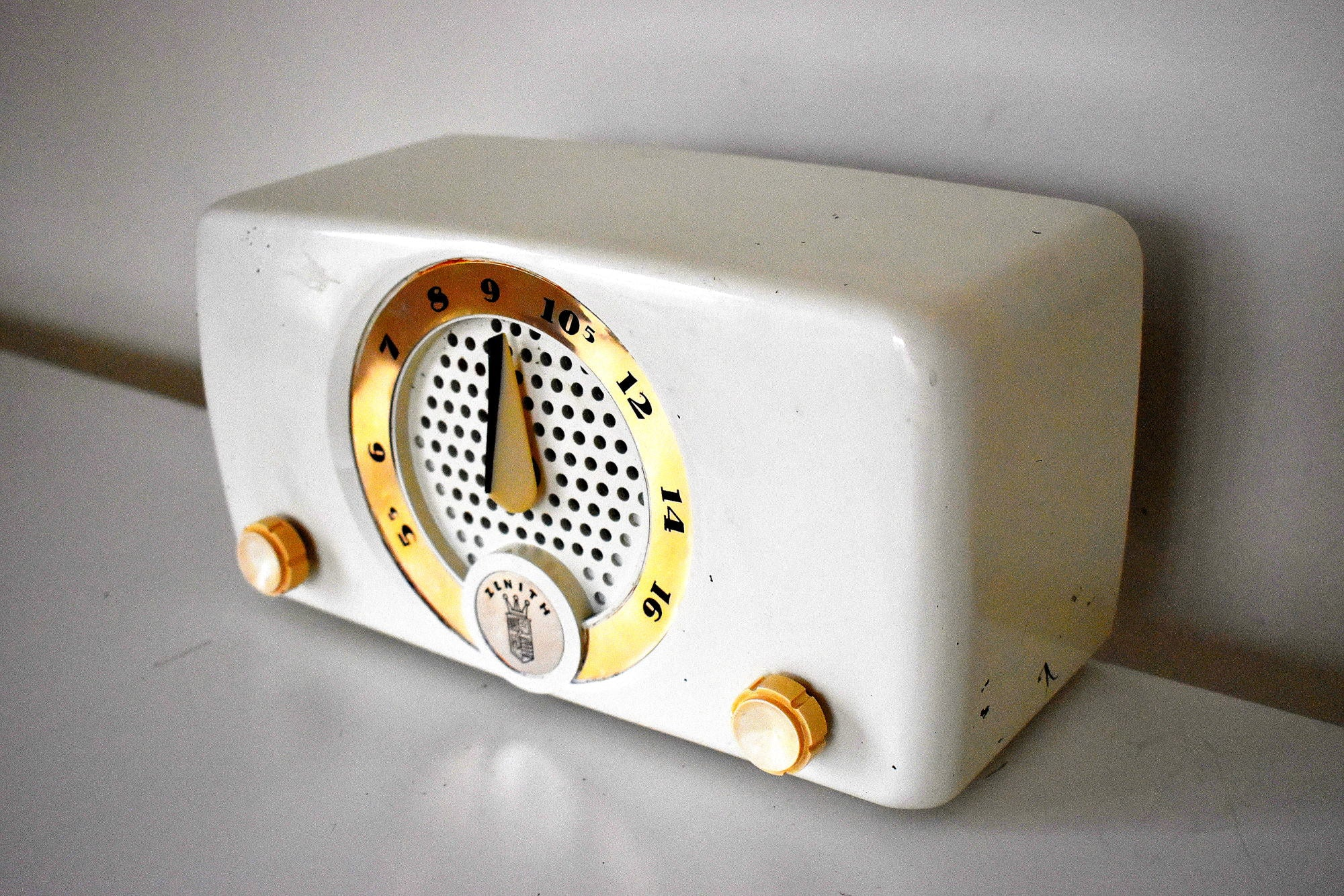 White Elephant 1952 Zenith K510W AM Vacuum Tube Radio Elephant In The Room Sound!