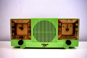 Chartreuse Green Vintage 1952 Automatic Radio Mfg  Vacuum Tube AM Radio Cool Model Rare Color!
