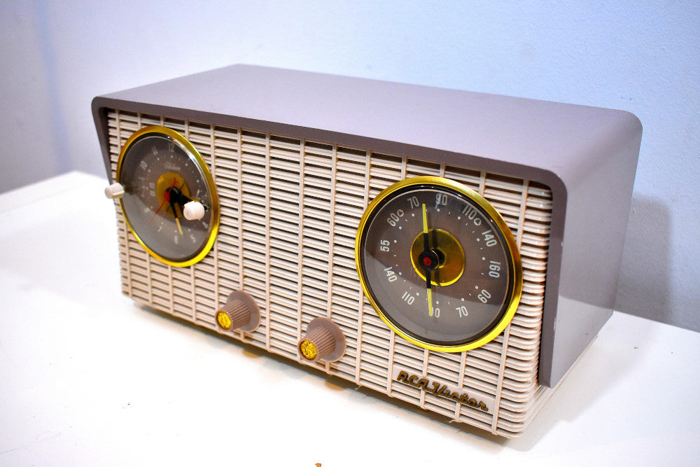 Gray and White 1954 RCA Victor  Model 4-C-671 Tube AM Clock Radio Sounds Great!