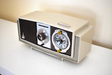 Toffee and Ivory Mid-Century 1963 Motorola Model C4S131 Vacuum Tube AM Clock Radio Rare Color Combo!