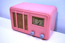 Load image into Gallery viewer, Cameo Pink Art Deco Plaskon 1938 Gilfillan Model 5B8 AM Vacuum Tube Radio Wow!