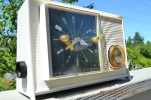 SOLD! - March 16, 2014 - RETRO Vintage Eames AM 1950's Westinghouse AM Tube Clock Radio H753LW Works! , Vintage Radio - Admiral, Retro Radio Farm  - 2