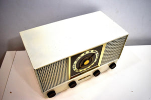 "Snow White ""The Lindsay"" Vintage 1954 RCA Victor 6-XF-9E Vacuum Tube AM/FM Radio Sounds and Looks Great!"