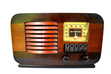 Load image into Gallery viewer, Wood Beauty 1940 Westinghouse WR-179 AM Tube Retro Radio Very Sweet Sounding!
