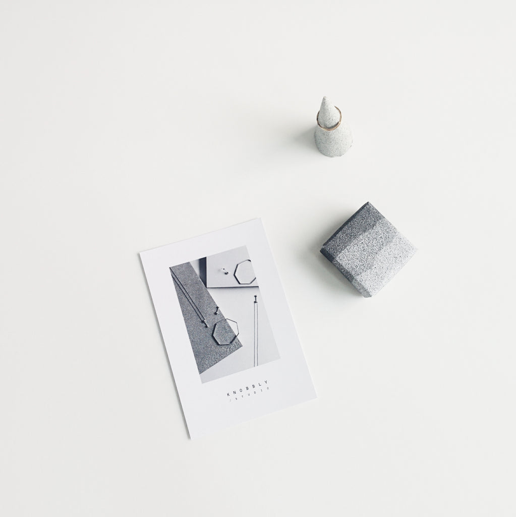 Printable: granite gift wrap to download and print at home, for your small gifts | free printable from Knobbly Studio