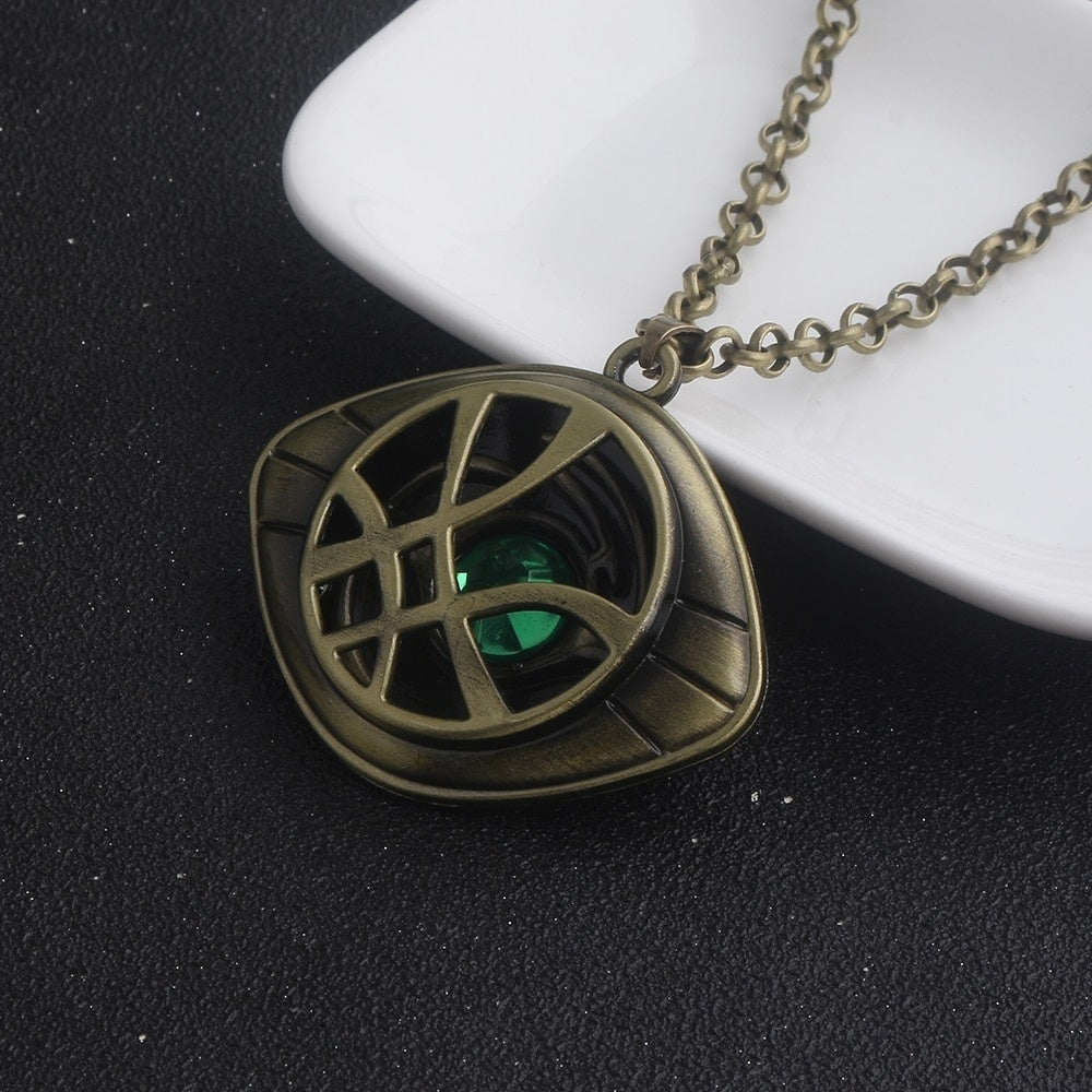 Movie Doctor Strange Necklace Women Men Avengers Green Crystal Agamotto Eye Pendants Necklaces Jewelry Gift