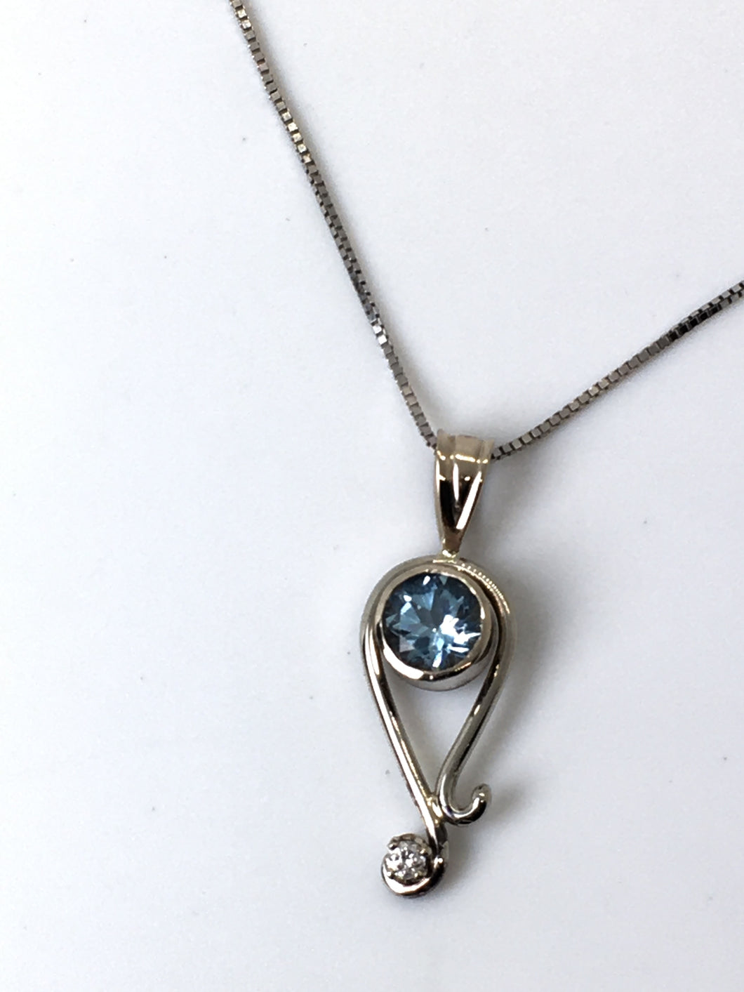 Aquamarine Paisely White Gold Pendant