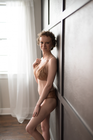 Paige Shafer Know Your Lemons Educator in Amour Caché Cristal Wireless Pocketed Bra and Hipster Bottoms