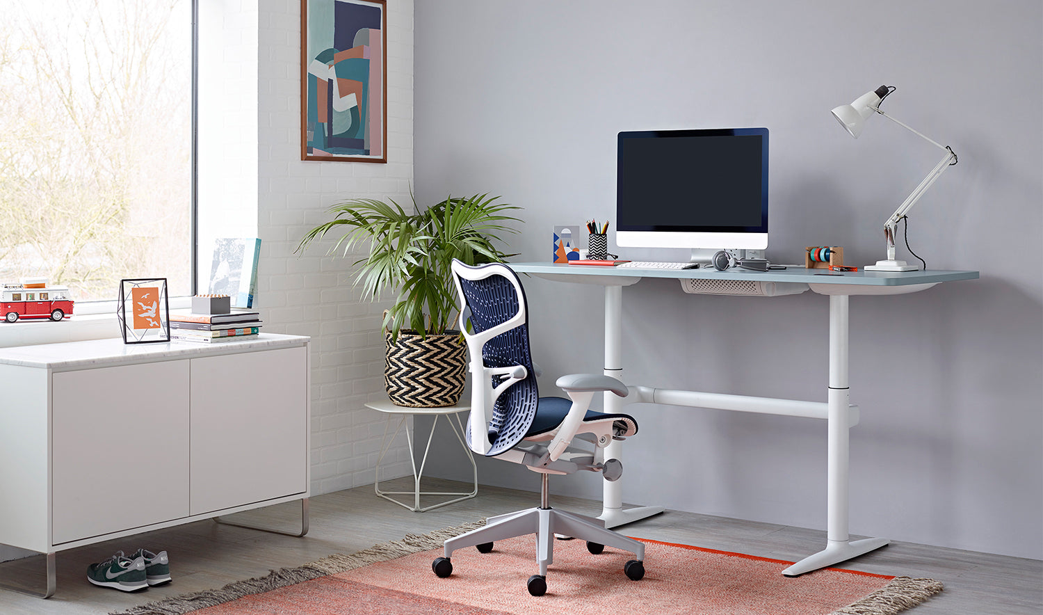 White and twilight Mirra 2 chair in a home office environment.