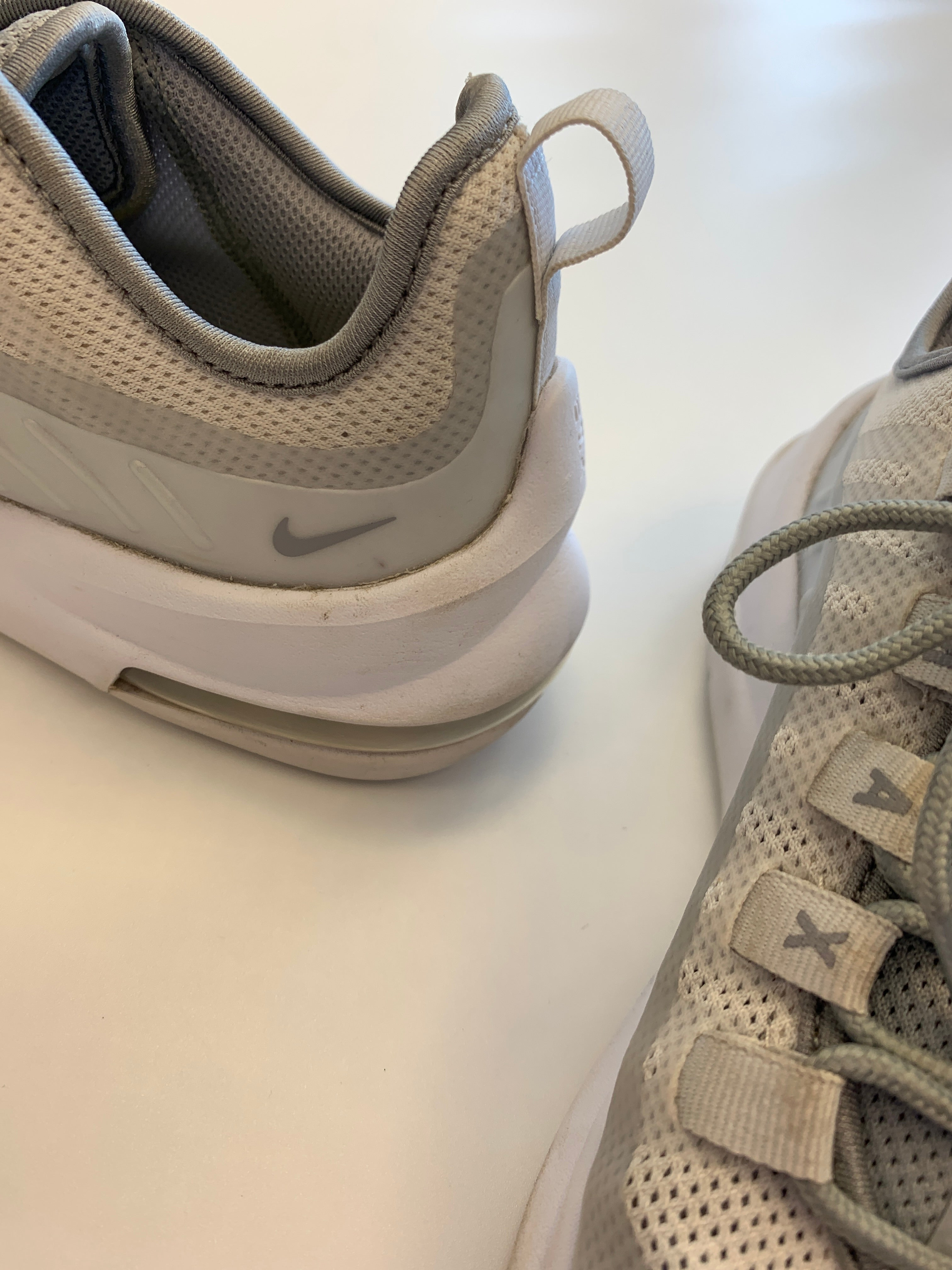 Photo #2 - BRAND: NIKE <BR>STYLE: SHOES ATHLETIC <BR>COLOR: GREY <BR>SIZE: 6 <BR>SKU: 212-21252-13439