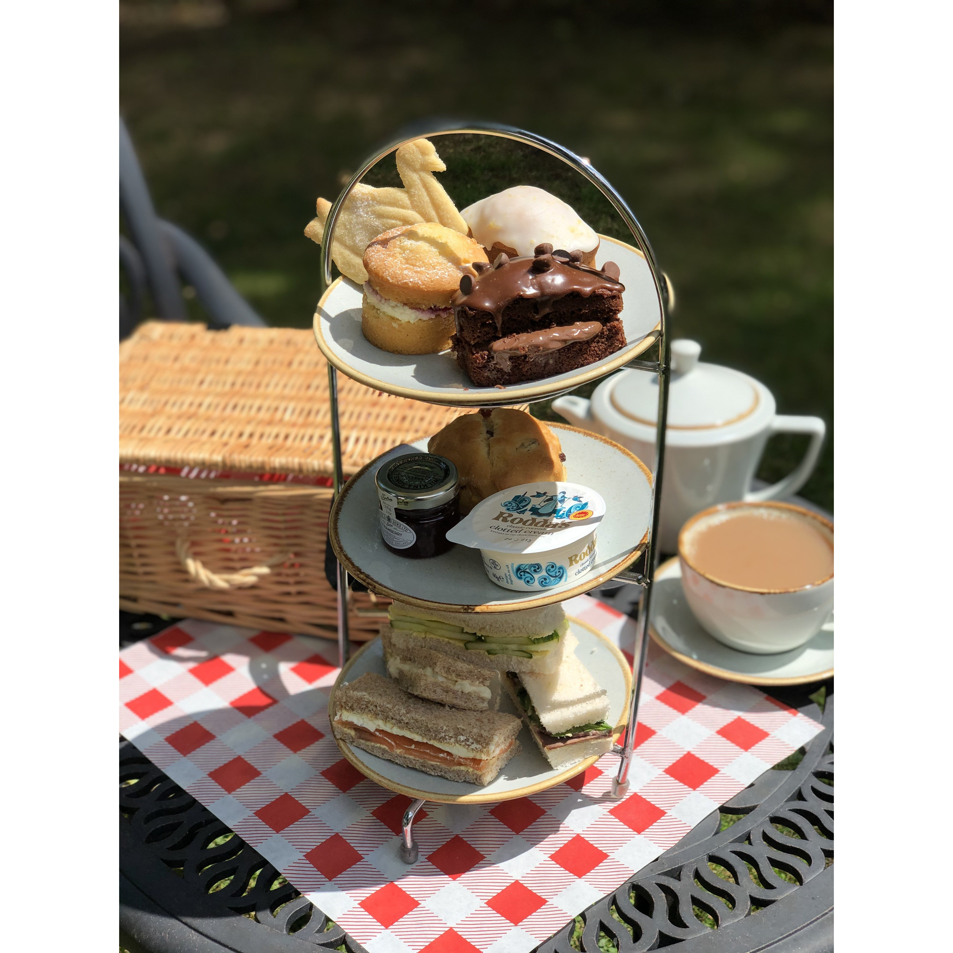 Wicker Hamper Afternoon Tea For TWO with Prosecco