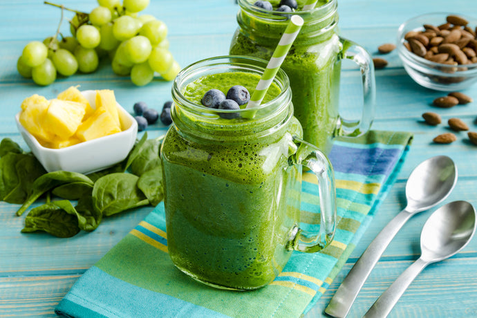 HOW TO MAKE A GREENS SMOOTHIE