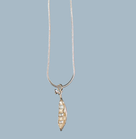 Petite Pea Pod Necklace in Silver, with Three Pearls