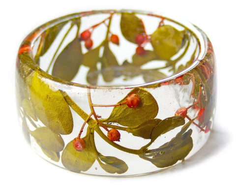 Mistletoe and Berries Resin Bracelet
