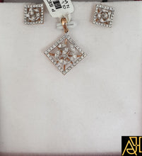Load image into Gallery viewer, Multi-Faceted Diamond Pendant Set