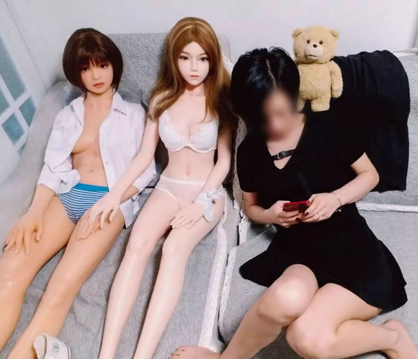 See how sex doll lovers see and experience physical silicone dolls!
