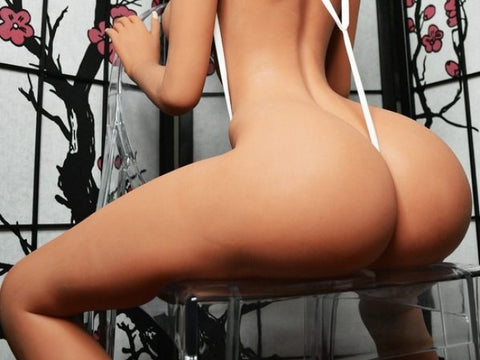 The seduction of sex doll's buttocks to men