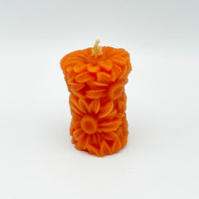 Load image into Gallery viewer, Daisy Pillar Candle