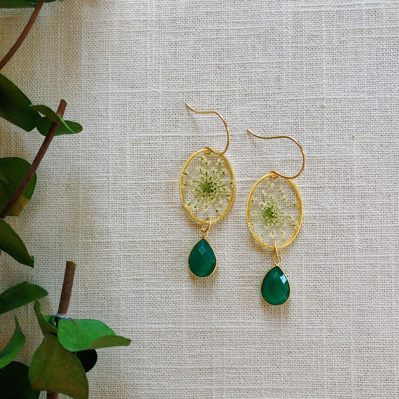 Queen Anne's Lace gold oval with green Onyx