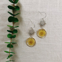 Simple Yellow Daisy with Silver Star