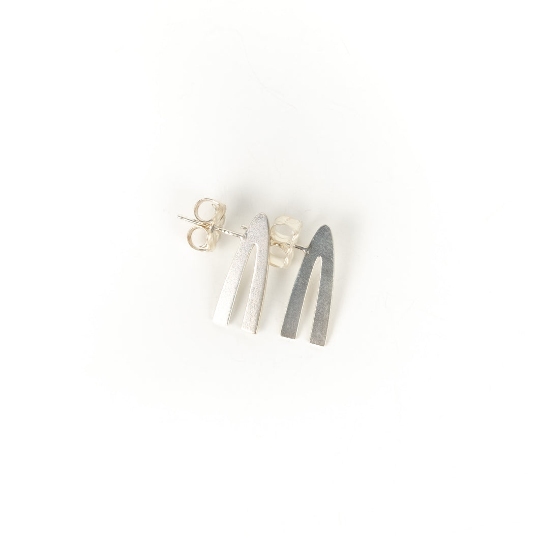 Tegan Wallace Medium Arch Earrings