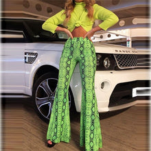 "Laden Sie das Bild in den Galerie-Viewer, High Waist Schlag Leggings im ""Bell Bottom Serpent "" Design"