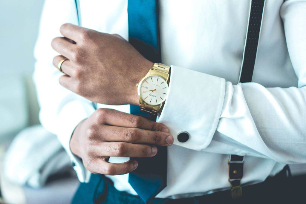 Accessories men can wear to consulting interview