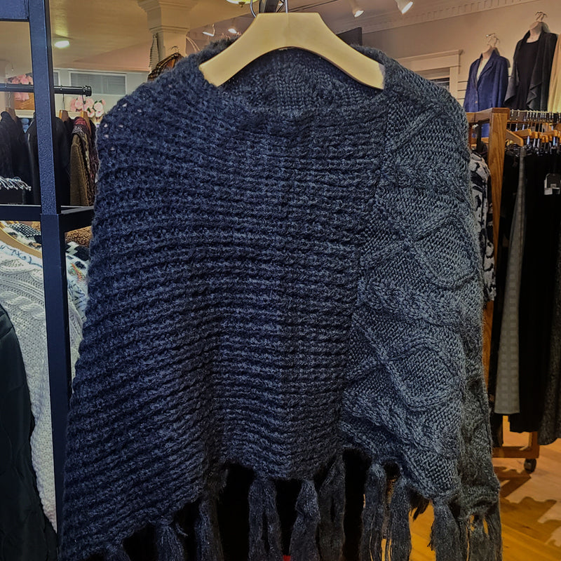 PONCHO/CABLE KNIT