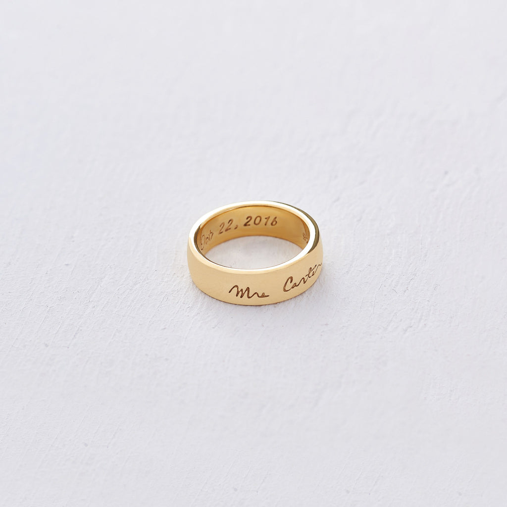 Custom Medium Classic Ring (Handwriting/Gold) from Capsul Jewelry ?id=15024607461456
