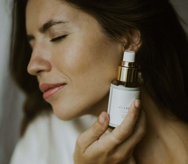4 tops tips to effectively apply natural face serums-LOVESKINNZ