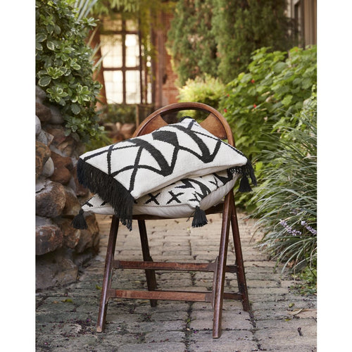 Loloi P0503 Polyester Pillow, Indoor/Outdoor